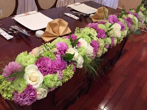 グリーンと紫のブライダル装花サムネイル