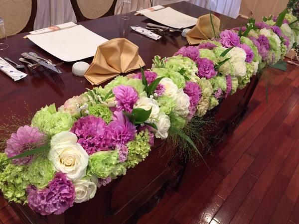 国際ホテル宇部 グリーンと紫のブライダル装花サムネイル